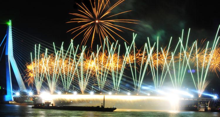 Vuurwerk vanuit de Cloud: Voor het eerst live programma op zender vanaf locatie